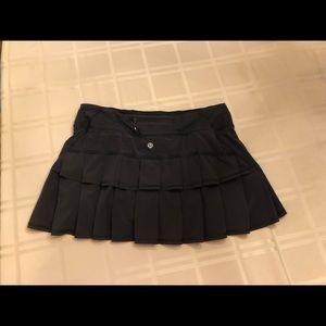 Lululemon size 8 pace setter skirt in black